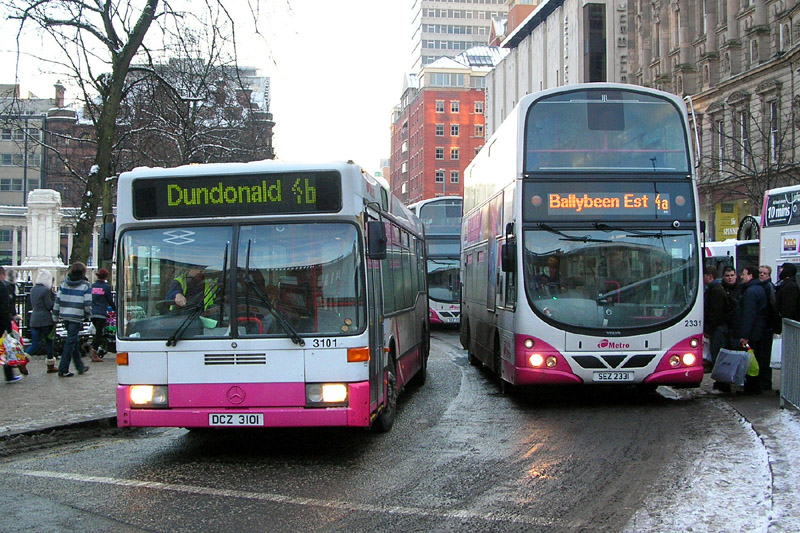 Mercedes artic 3101 unusually on Metro route 4 (also unusually the 4b variation) - DSW - December 2010 - [ Paul Savage ]
